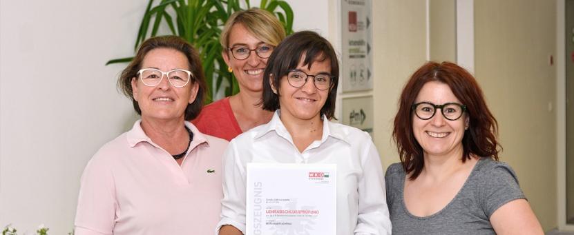 Chiara Mandl (Bildmitte) mit Geschäftsführerin Gertrude Rieger, Berufsausbildungsassistentin Elke Unterberger und Andrea Thalhamer, Lehrlingsausbildungsverantwortliche der Benissimo-Buffet-Catering-GmbH.