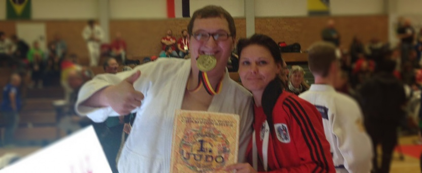 Weltmeister Sven Füg mit seiner Trainerin Regina Holzinger kurz nach dem weltmeisterlichen Kamp in Köln.